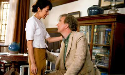 Michelle Yeoh y David Thewlis