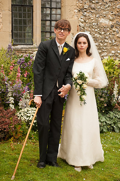 Eddie Redmayne y Felicity Jones en THE THEORY OF EVERYTHING