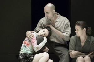 : Phoebe Fox, Mark Strong y Nicola Wal¬ker (Foto: J. Versweyveld)