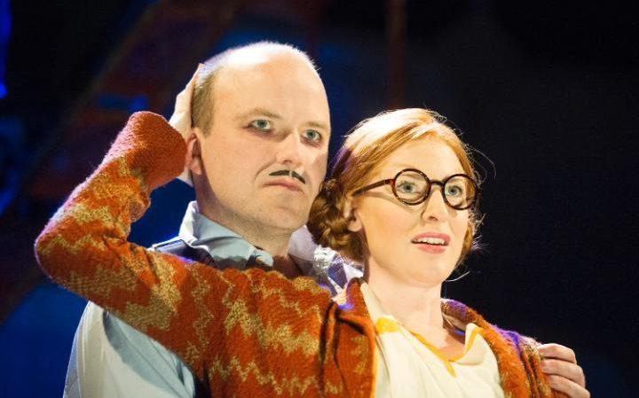 Rory Kinnear y Rosalie Craig en The Threepenny Opera (Foto de Alastair Muir)