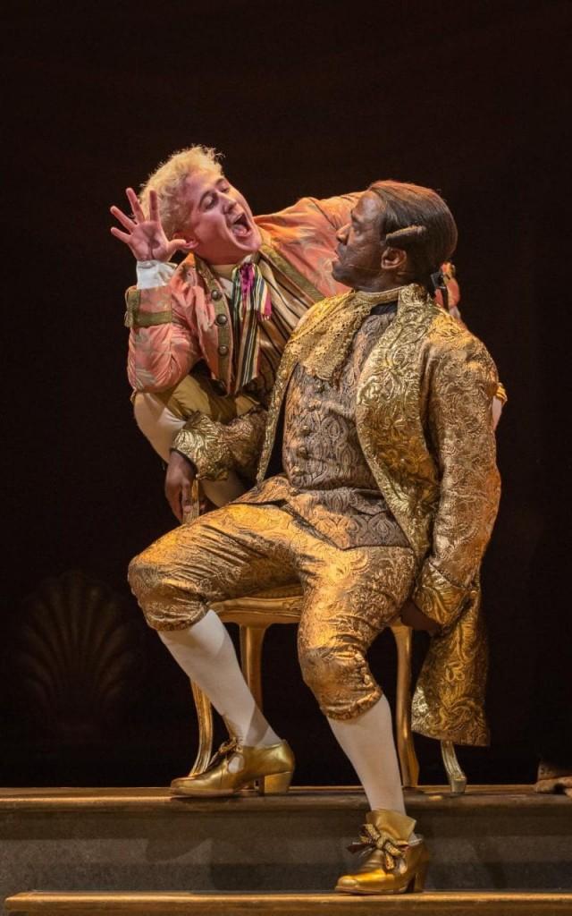 AMADEUS. Adam Gillen y Lucian Msamati. Foto de Marc Brenner (National Theatre)