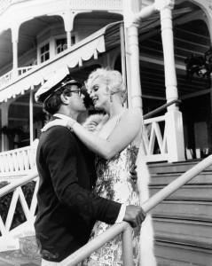 Tony Curtis y Marilyn Monroe